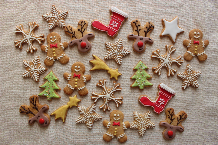icing i gingerbread cookies with royal icing delicious recipes royal ...