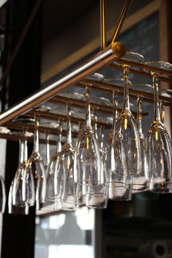 Bicchieri appesi al Mercado de San Miguel