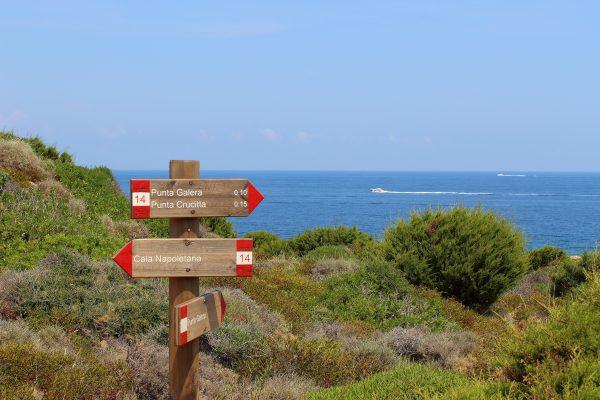 Il sentiero per raggiungere Cala Napoletana