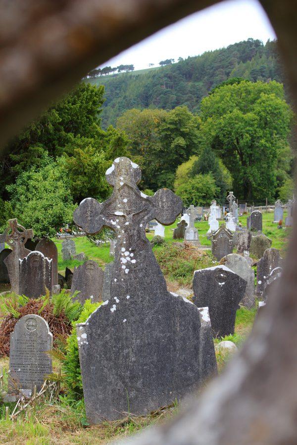 Il cimitero del sito monastico fondato da S. Kevin