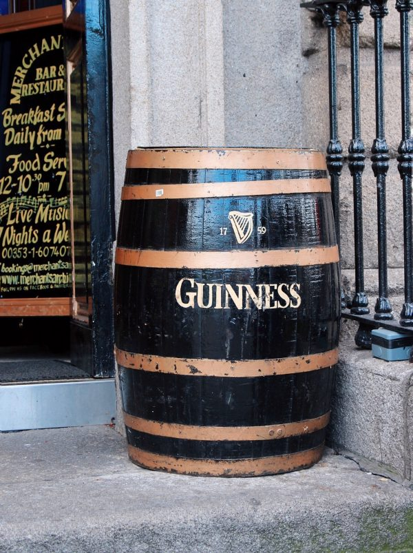 Le botti di Guinness sparse per Dublino