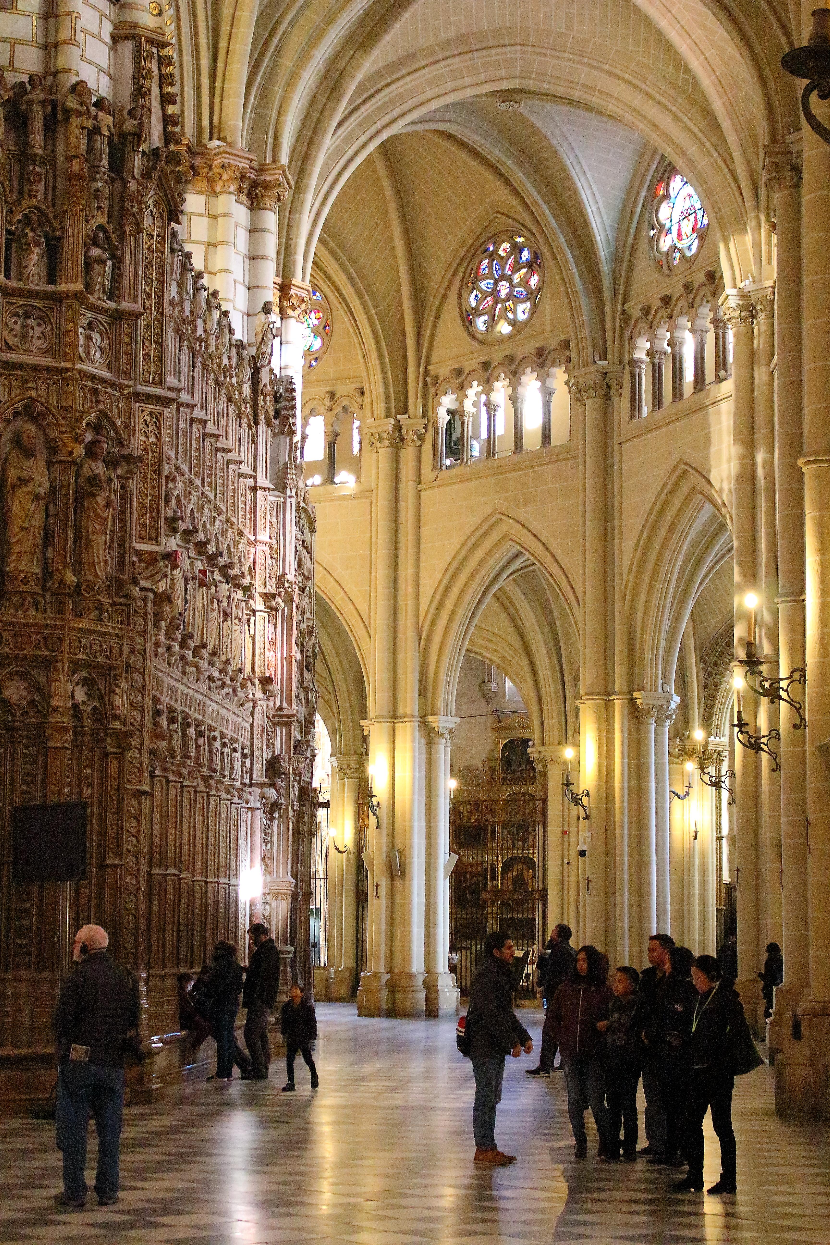 Gli archi delle alte navate della Cattedrale