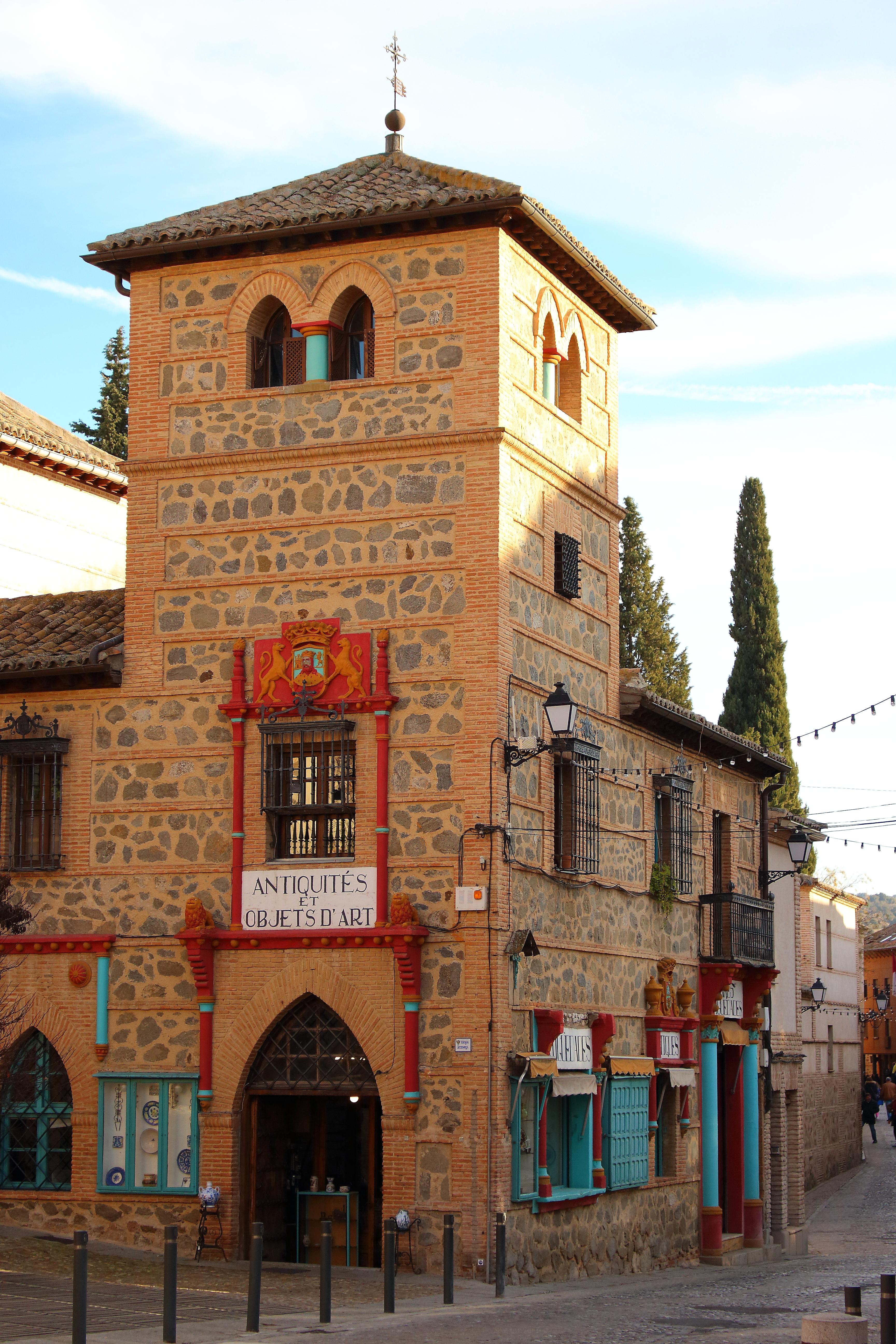 Le coloratissime botteghe artigiane di Toledo